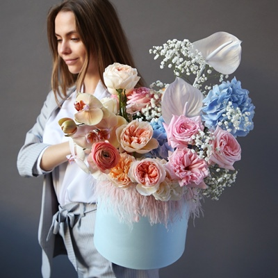 Send flowers in box to Moscow