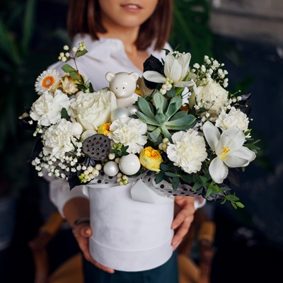 Flowers in box delivery in Moscow