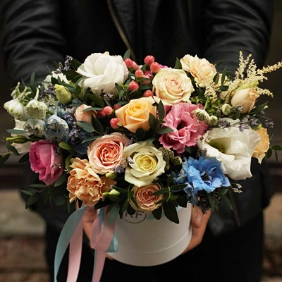 Send flowers in a box to Russia