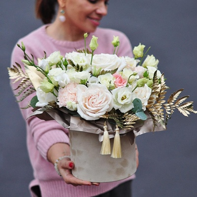 Send flowers in box to Russia