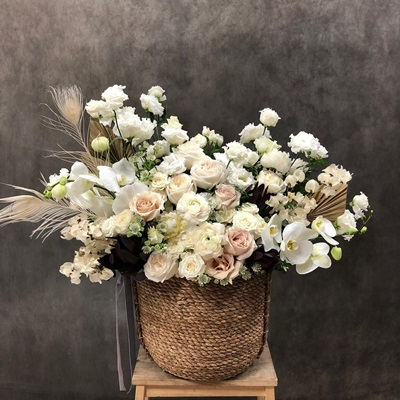 Flower basket to Petersburg