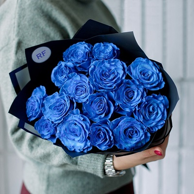 Send roses to Russia Petersburg