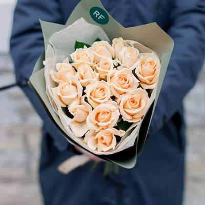 Roses delivery to Saint Petersburg