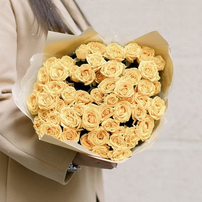 Rose delivery in Petersburg