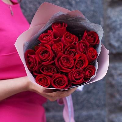 Roses delivery in Petersburg