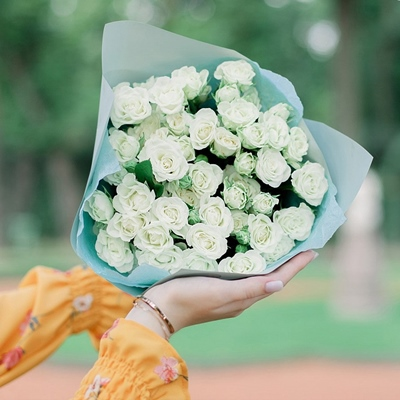 Roses to Saint Petersburg