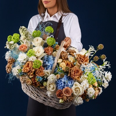 Flower baskets delivery to Petersburg