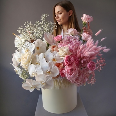 Flowers in a box for Moscow