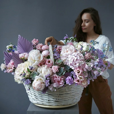 Flower basket delivery in Russia