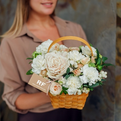 Flower basket to Moscow