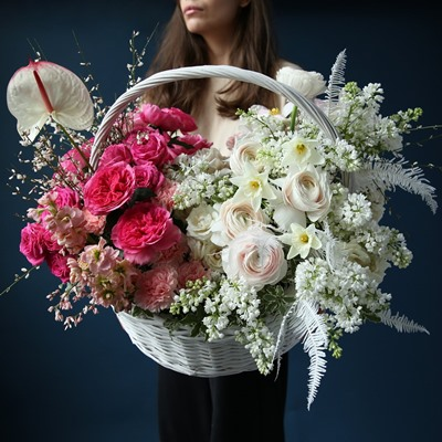 Flower basket delivery Russia