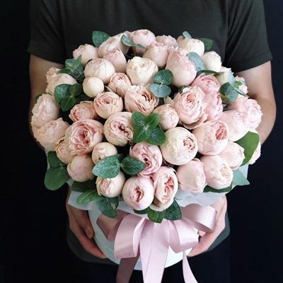 Цветы в коробках по России Москва