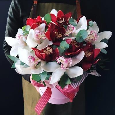 Доставка цветов в коробке для Москвы