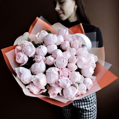 Send beautiful peony rose arrangements to your loved ones in Moscow