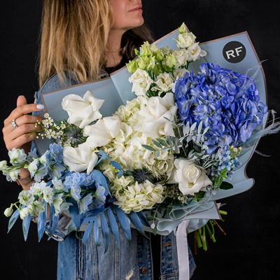 Order luxury flowers for Russia