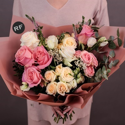 Order luxury flowers for Moscow