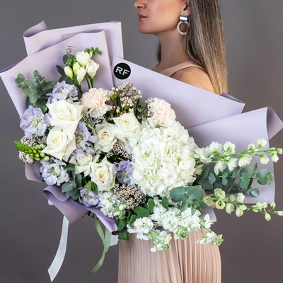 Luxury flowers to Moscow Russia