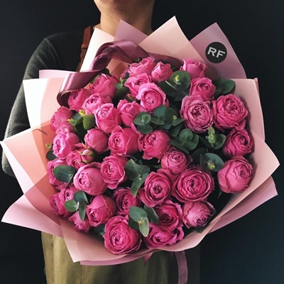 Send peony bouquets to Russia