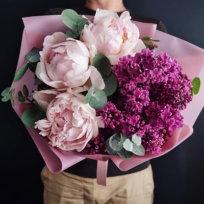 Send luxury flowers to Moscow
